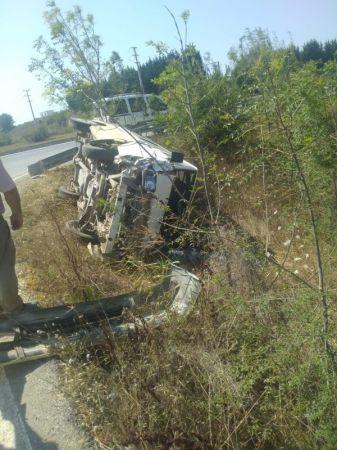 Kontrolden çıkan panelvan yol kenarına devrildi: 1 yaralı