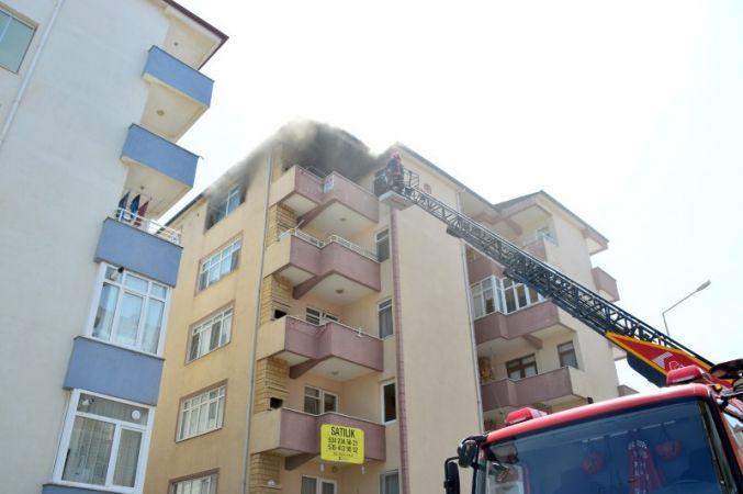 5. katta çıkan yangın, mahalleliyi sokağa döktü