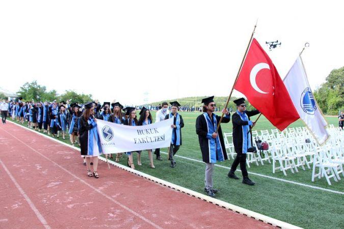 Baro Başkanı Yıldız, mezunların mutluluklarına ortak oldu