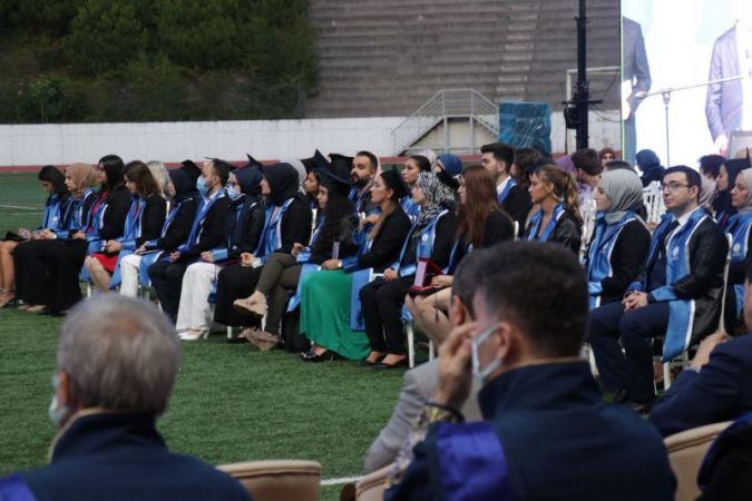 SAÜ'de dereceye girenlere mezuniyet töreni