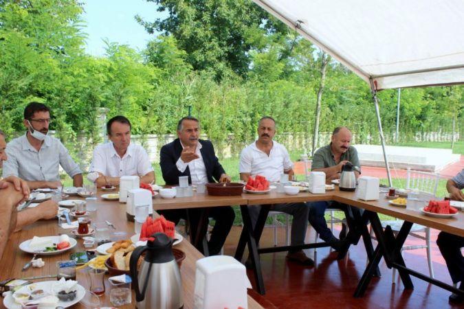 Başkan Karakullukçu muhtarlarla kahvaltıda bir araya geldi