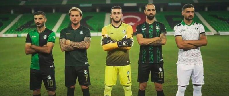 Sakaryaspor'un yeni sezon formaları tanıtıldı