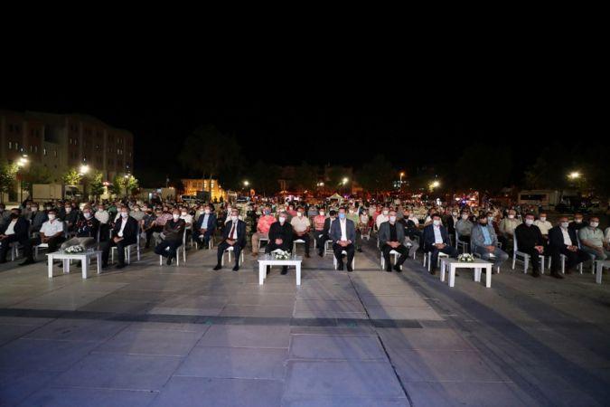 Depremin 22. yılı bu akşam Demokrasi Meydanı'nda anılacak