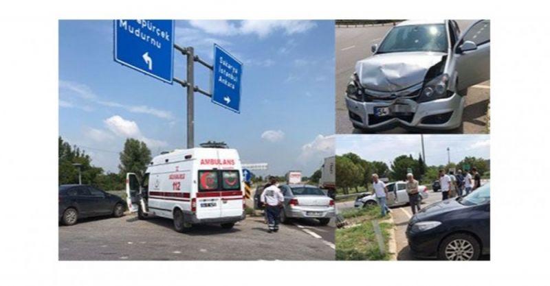 Akyazı otoban gişeleri kavşağında kaza: 2 yaralı