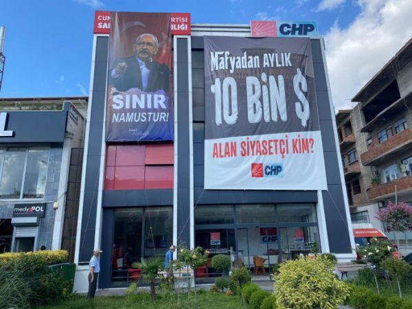 CHP il binasına 'Sınır namustur' pankartı asıldı