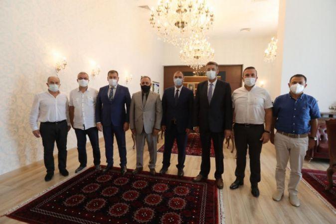 Ahde Vefa Grubu'na Vali Kaldırım'dan destek