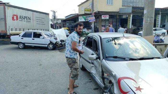 Sanayide iki otomobil çarpıştı: 1 yaralı