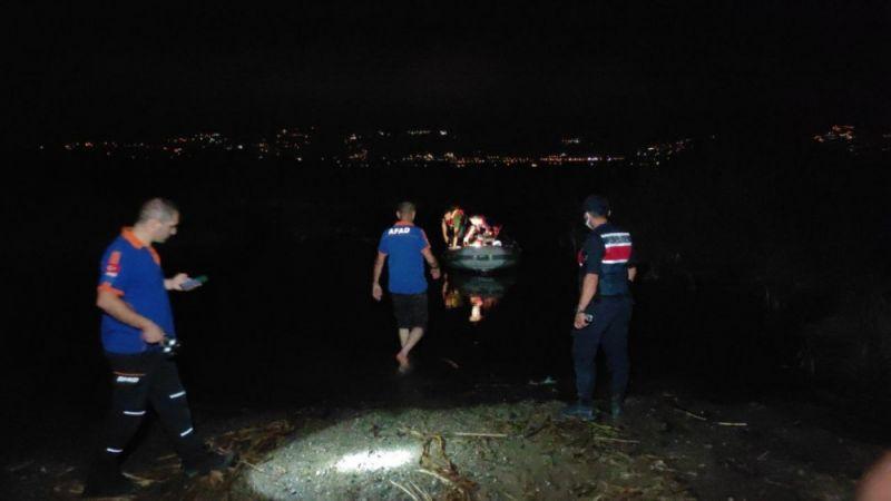 Yüzmek için göle giren genç kayboldu, arkadaşı güçlükle kurtarıldı