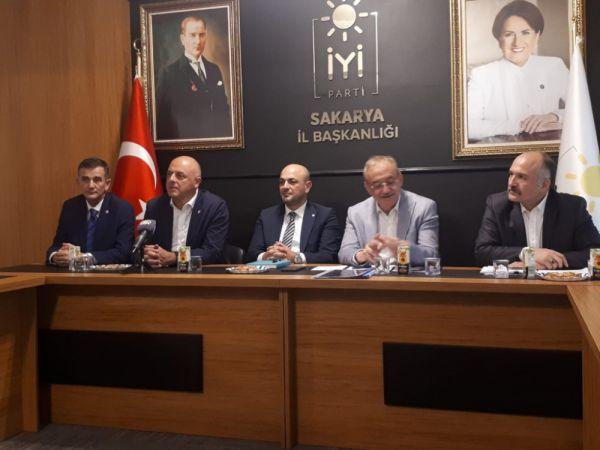 İYİ Parti Genel Başkan Yardımcıları Sakarya yerel basını ile bir araya geldi
