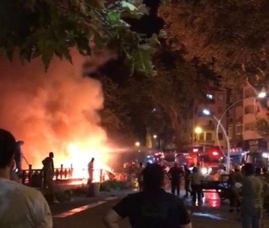 Akçakoca'da kafede başlayıp restorana sıçrayan yangın güçlükle söndürüldü