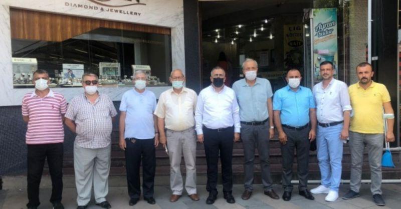 İYİ Parti Adapazarı teşkilatı Uzunçarşı esnafını ziyaret etti