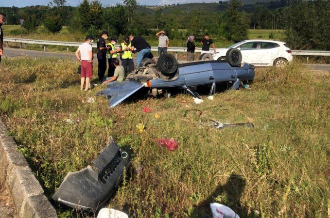 Takla atarak hurdaya dönen araçtan hafif yaralı kurtuldular
