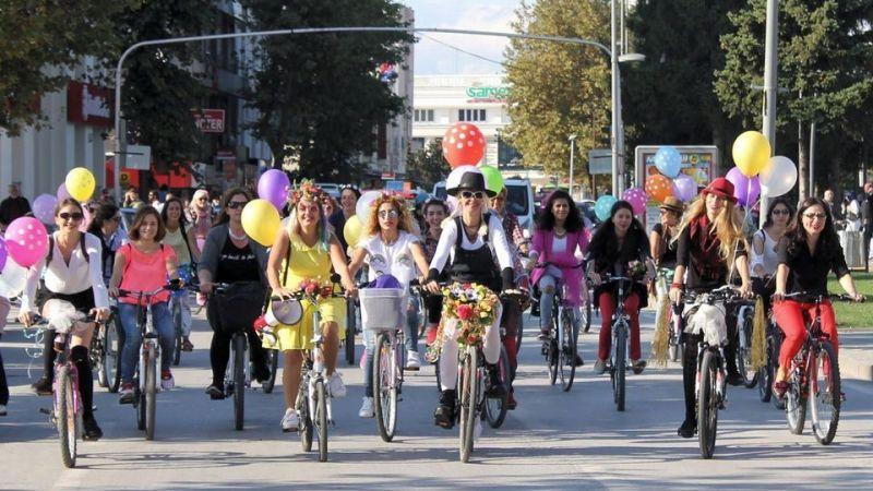 Süslü kadınlar Pazar günü bisikletle şehri turlayacak
