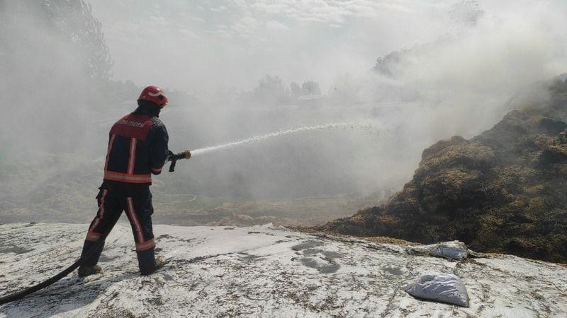 Açık alanda samanlar tutuştu: 133 ton saman yandı!