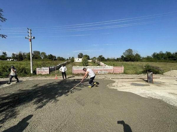 Arifiye'de beton yol çalışmaları devam ediyor