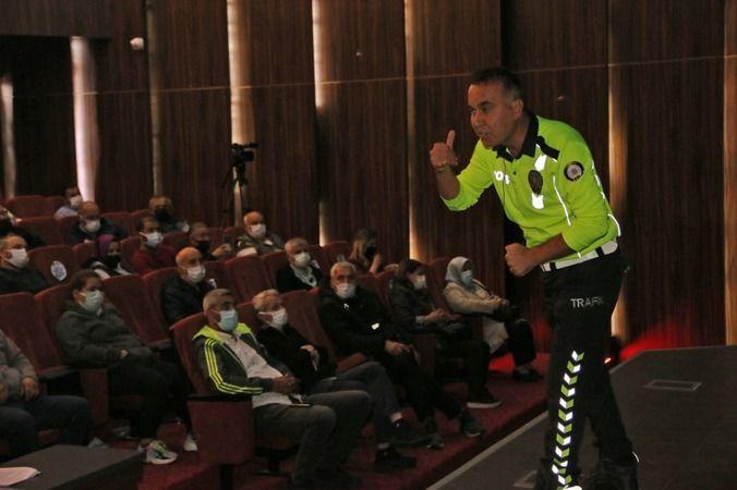 Servis şoförü ve rehber personele trafik eğitimi