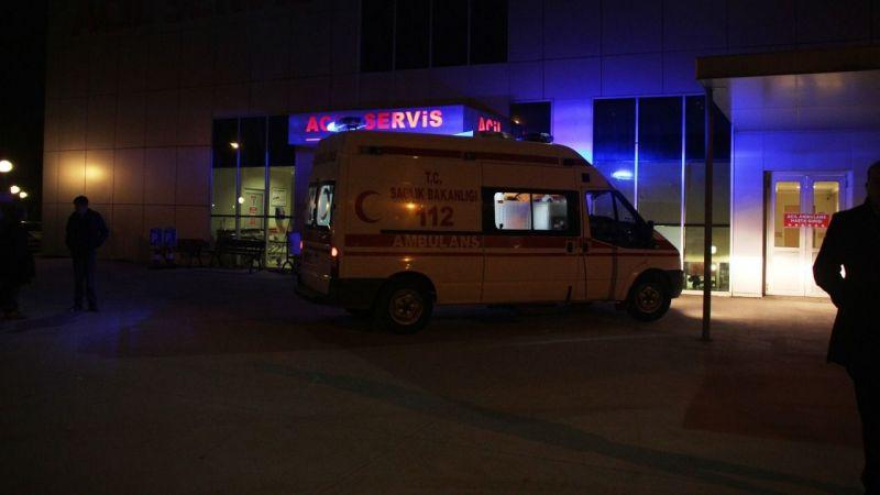 Pamukova'da minibüs otomobile çarptı: 2 yaralı