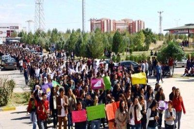 Öğrencilerden Tacize Karşı Yürüyüş...