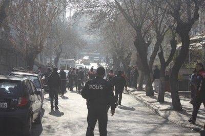 Gaziantep'te Kızlı-Erkekli Öğrenci Kavgası. Yaralı ve Gözaltılar var.