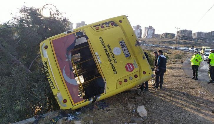 Gaziantep'te Halk Otobüsü Dereye Uçtu: 14 Yaralı Var