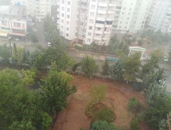 Gaziantep'te Şiddetli Yağmur ve Dolu Yağışı Başladı