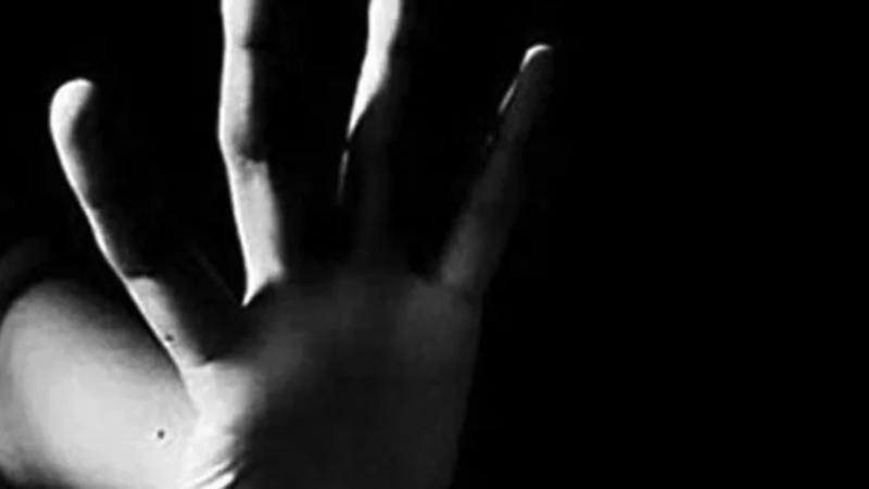 Mide bulandıran olay! 14 yaşındaki kıza tacizi arkadaşları gördü